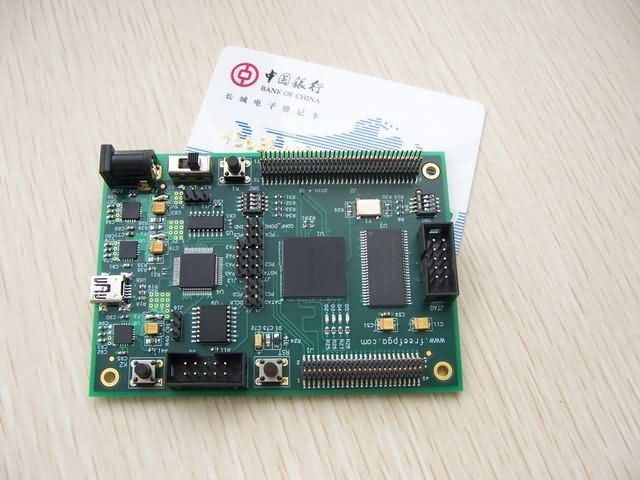 "FPGA部分特征: 1. FPGA器件EP3C25F256C8 2. FPGA配置器件EPCS16 3. FPGA存储缓冲,16M SDRAM 4. FPGA扩展9个CLK,52个IO。 5. FPGA扩展4个DIP 6. 一个FPGA复位按钮 7. FPGA JTAG配置调试接口 8. 3个DIP FPGA配置模式设置DIP 9. 1个50MHz FPGA有源晶振 prefix = o ns = ""urn:schemas-microsoft-com:office:office"" Cotex-M3部"